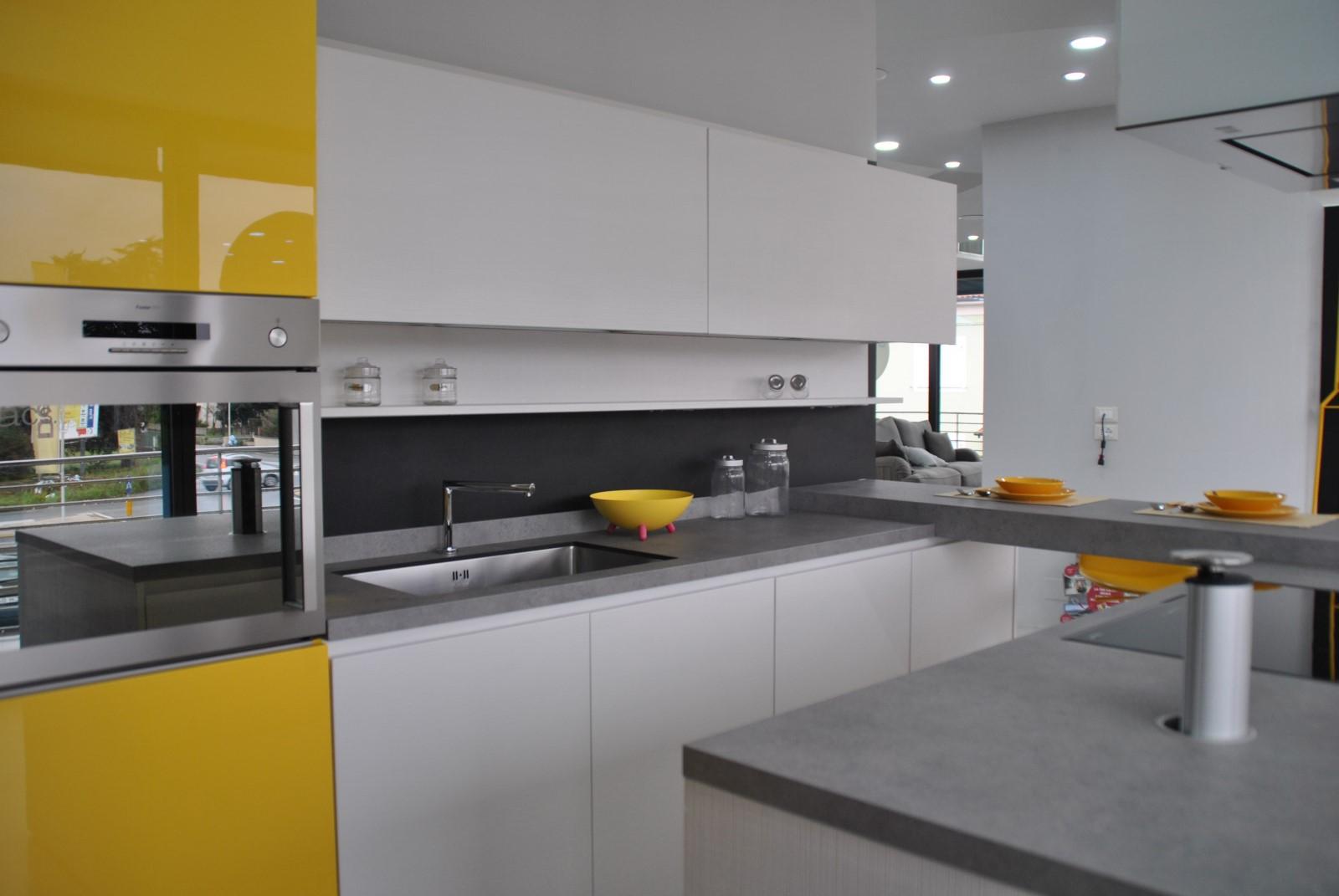 Centro cucine lucca progetto casa arredamenti for Progetto casa arredamenti